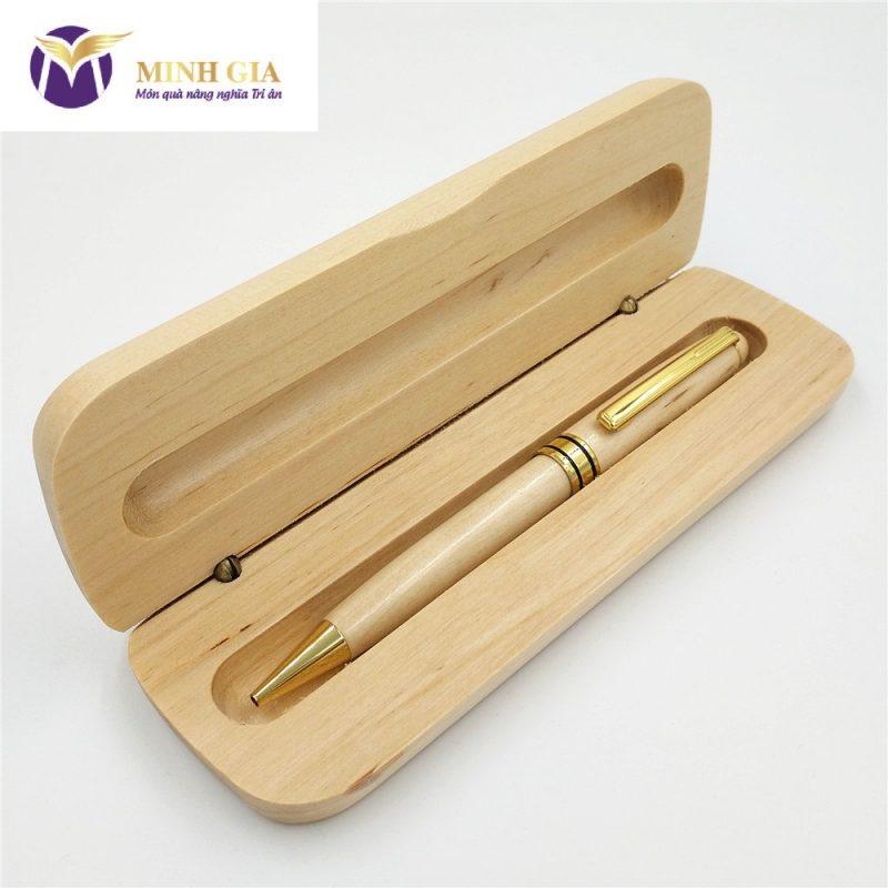 Bút gỗ khắc tên Bossi.vn