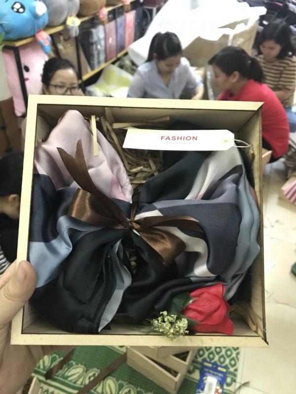 Bộ quà tặng 20/10 Giftset khăn lụa Bossi.vn