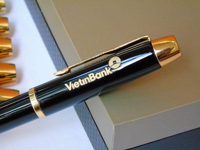 Bút ký Parker IM đen bóng cài vàng Bossigifts.com