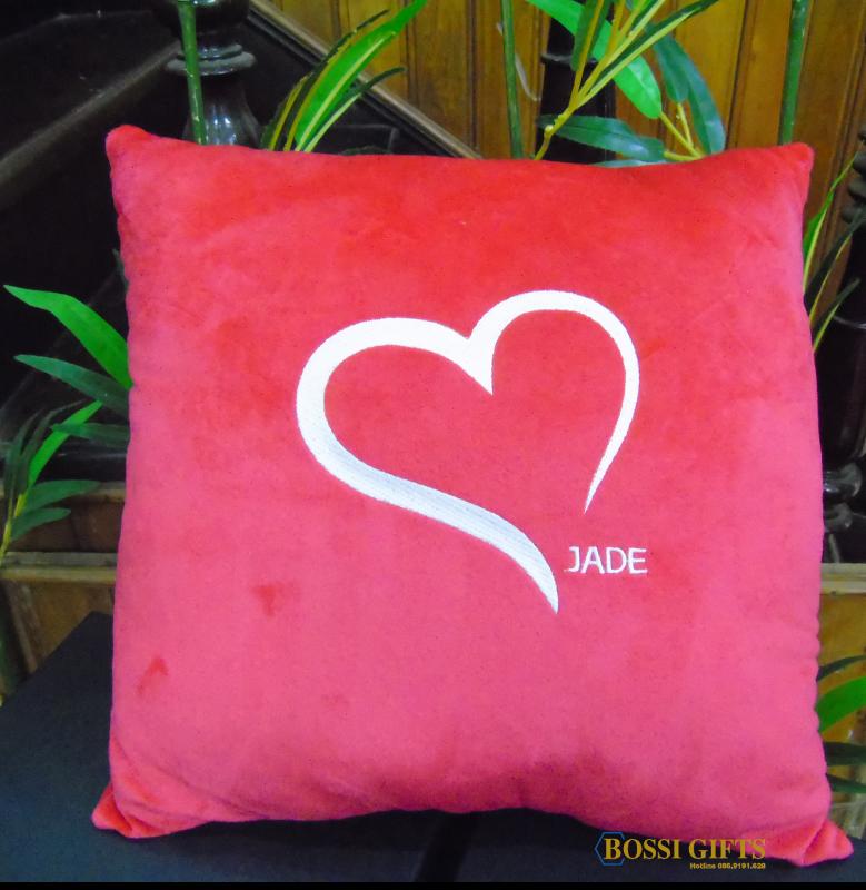 Gối tựa lưng màu đỏ logo Jade - KH Bách Thái